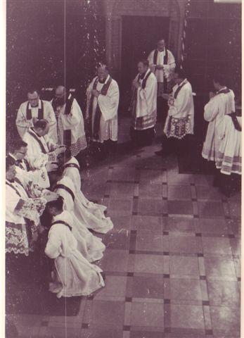 1963 Priesterweihe Handauflegen