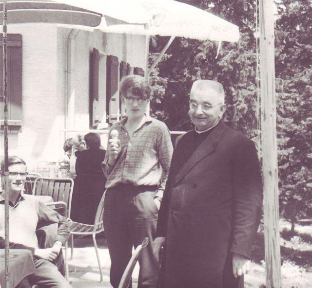 1964 Dr Schneider mit zwei lilila in spinis