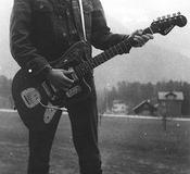 01 Claude Gitarre2